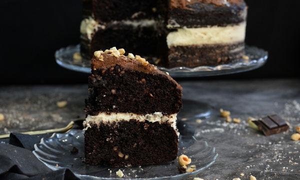 Τούρτα τριπλής σοκολάτας με φουντούκι