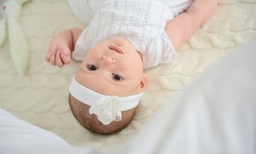 Τα μωρά 3 μηνών ποια χρώματα μπορούν να διακρίνουν; (vid)