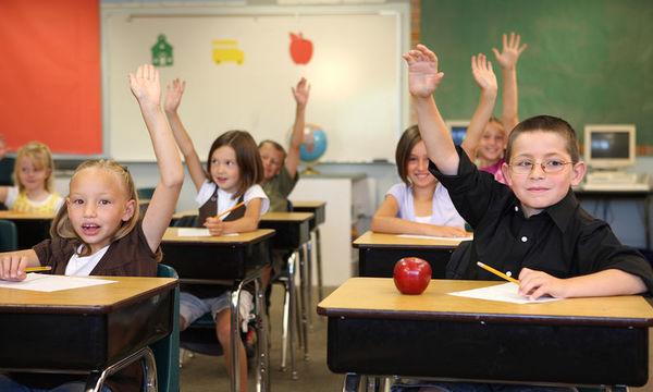Καλύτεροι βαθμοί και λιγότερες απουσίες όταν το σχολικό κουδούνι χτυπάει αργότερα