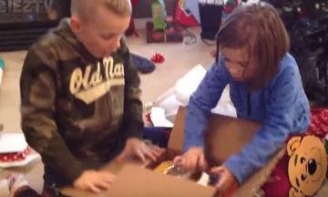 Δείτε τις αντιδράσεις των παιδιών όταν άνοιξαν το δώρο τους (vid)