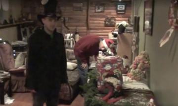 Ούπς! Αυτό το δώρο πόνεσε! Έφηβοι κάνουν χριστουγεννιάτικη φάρσα σε φίλο τους (vid)
