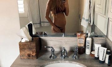 Έγκυος για δεύτερη φορά η διάσημη μαμά - Μας δείχνει την φουσκωμένη της κοιλίτσα (pics)