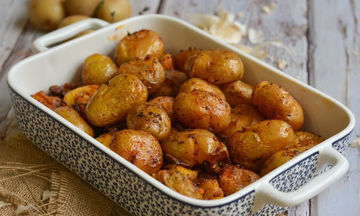 Συνταγή για τις πιο νόστιμες baby πατάτες φούρνου με φλούδα