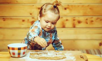 Συνταγή για μπισκότα με 3 υλικά και ιδέες διακόσμησης που θα ξετρελάνουν τα παιδιά!  (pics & vid)