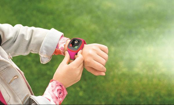 Ένα «έξυπνο» κινητό-ρολόι για ήρεμους γονείς και χαρούμενα παιδιά