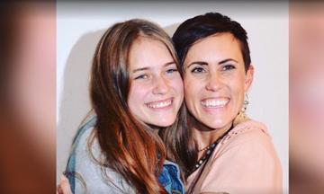 Μητέρα συναντήθηκε… τυχαία με την κόρη της μετά από 17 χρόνια! (vid)