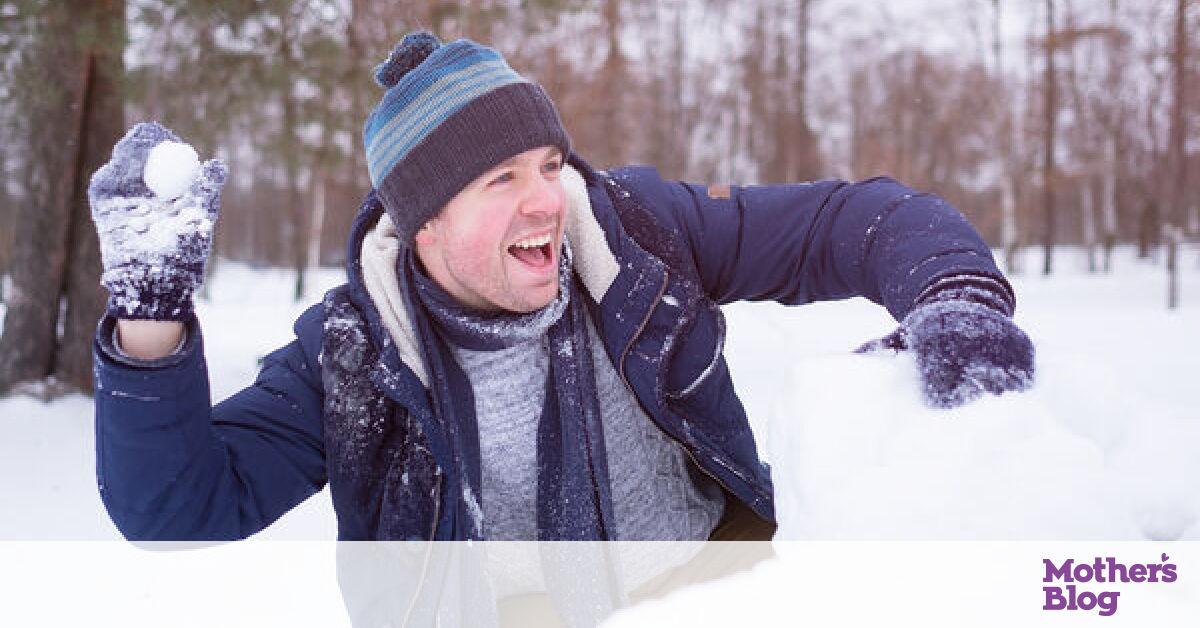 Μπαμπάδες παίζουν στα χιόνια σαν μικρά παιδιά! (vid) - Mothersblog.gr 51a98b8ee80