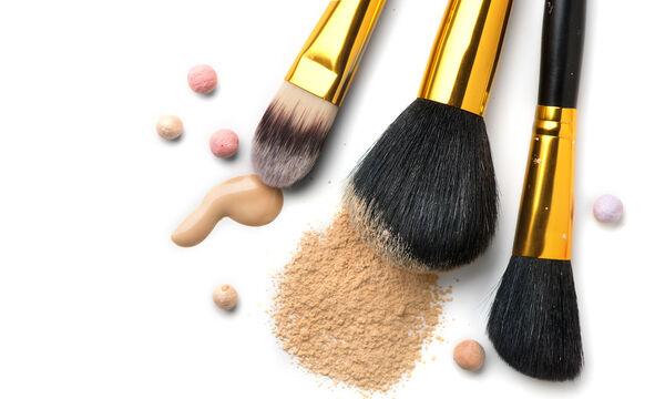 Πώς να καθαρίσετε τις βούρτσες του μακιγιάζ και των μαλλιών σας