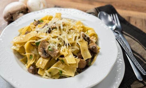 Λαχταριστές χυλοπίτες με μανιτάρια και μυρωδικά - Η συνταγή που πρέπει οπωσδήποτε να φτιάξετε (vid)
