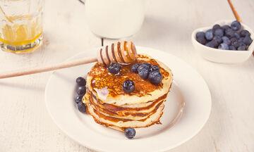 Αυτή είναι η πιο νόστιμη συνταγή για pancakes με... βατόμουρα