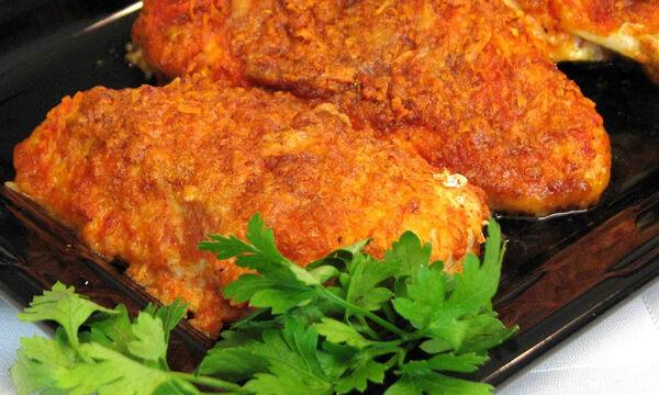 Συνταγή για ψητό κοτόπουλο με παρμεζάνα και πάπρικα - Άλλη γεύση (vid)