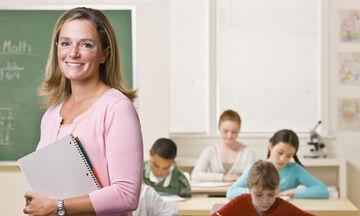 Δείτε τι έκανε αυτή η δασκάλα για να ενθαρρύνει τους μαθητές της να διαβάσουν (vid)