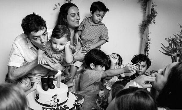 Ανοίγουμε το άλμπουμ με τις οικογενειακές φωτογραφίες και θυμόμαστε μοναδικές στιγμές (pics)