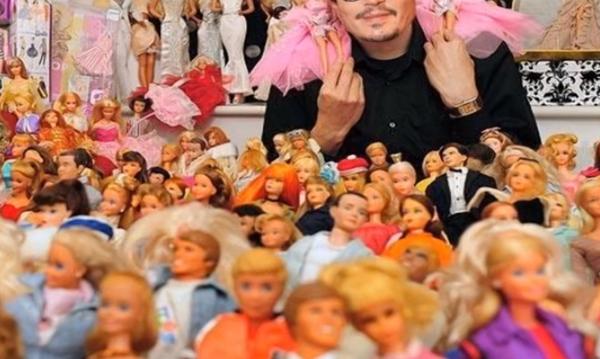 Ποιος ηθοποιός του Hollywood κάνει συλλογή από κούκλες; Διάσημοι με τα πιο περίεργα χόμπι (vid)
