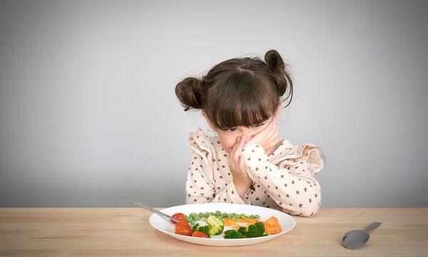 Πέντε θαυματουργοί τρόποι & μία συνταγή για να φάει το παιδί σας αρακά... με χαρά (vid)