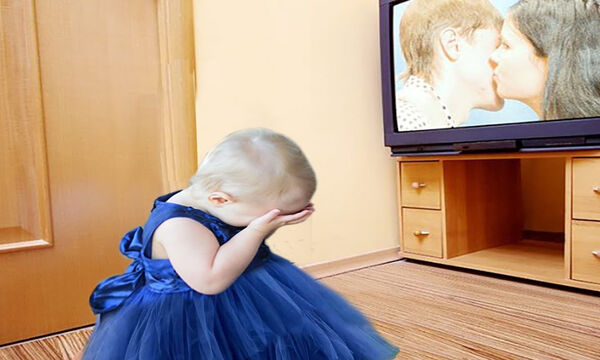 Δείτε πώς αντιδρούν τα μωρά με αυτό που βλέπουν στην τηλεόραση (vid)