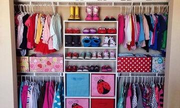 Πρακτικές συμβουλές και ιδέες για να οργανώσετε την παιδική ντουλάπα (pics)