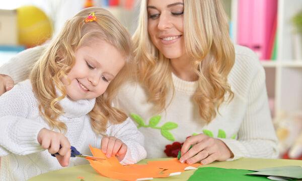 'Εξι χειροποίητα παιχνίδια που μπορείτε να φτιάξετε και να παίξετε μαζί με τα παιδιά σας (vid)