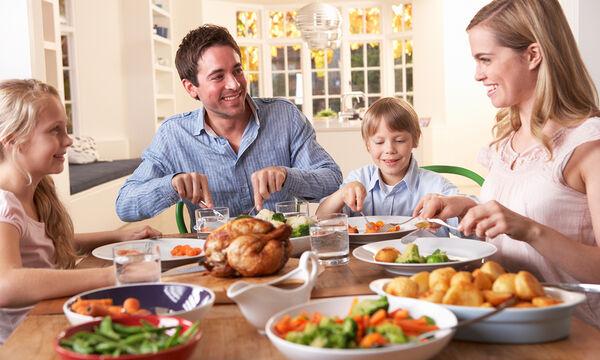Ημέρα «Κανείς δεν τρώει μόνος του» - Γιατί είναι σημαντικό να τρώει όλη η οικογένεια μαζί