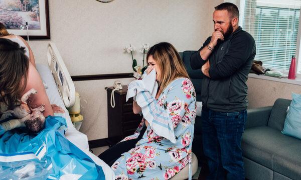 Η καλύτερή της φίλη κυοφορούσε το παιδί της! Τώρα παρακολουθεί τη γέννησή του & ξεσπά σε κλάματα