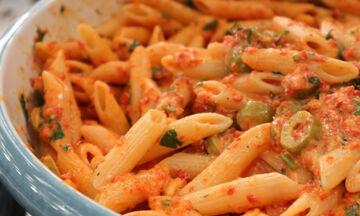 Πένες με σάλτσα από κατίκι Δομοκού και πιπεριές Φλωρίνης