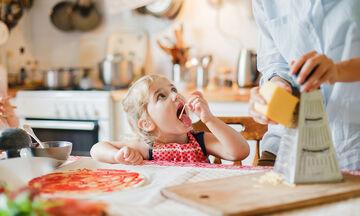 Σας αρέσει το τυρί; Δείτε πόσα πολλά σνακ μπορείτε να φτιάξετε για την οικογένεια σε λίγα λεπτά