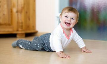 Παιδί και ανάπτυξη: Τα «βήματα» που κάνει ένα παιδί πριν περπατήσει