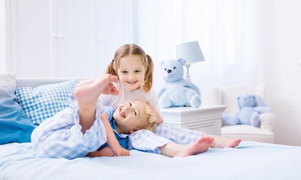 Κοινό παιδικό δωμάτιο: Πώς να συνδυάσετε τα κρεβάτια (vid)