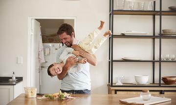 Οκτώ πράγματα που ένας μπαμπάς πρέπει να διδάξει στον γιο του (vid) c1f1b35f50c