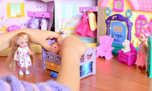 Φτιάξτε μόνη σας μοναδικά αξεσουάρ για τις κούκλες της κόρης σας (vid)