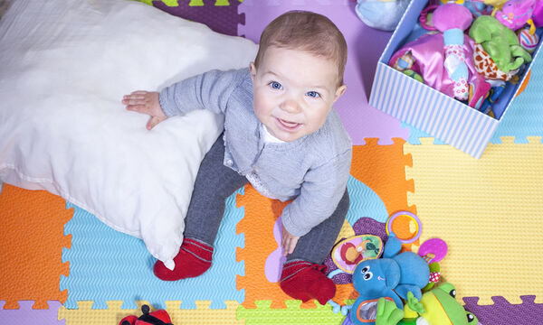 bcf12beb7fc Βρέφος 7 μηνών: Κινητική και συναισθηματική ανάπτυξη - Mothersblog.gr