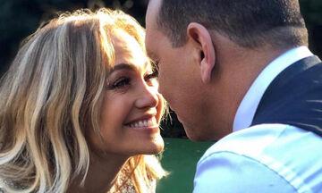 H Jennifer Lopez αρραβωνιάστηκε! Δες το εντυπωσιακό μονόπετρό της (pics)