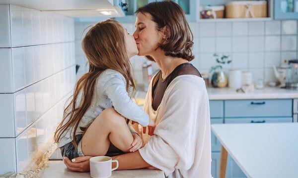 Δέκα μαθήματα που οι μαμάδες πρέπει να δώσουν στις κόρες τους