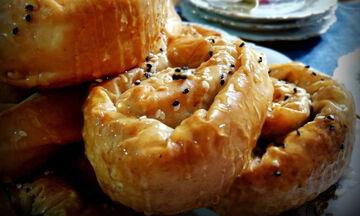 Νηστίσιμη συνταγή: Σουσαμόπιτες με μέλι (vid)