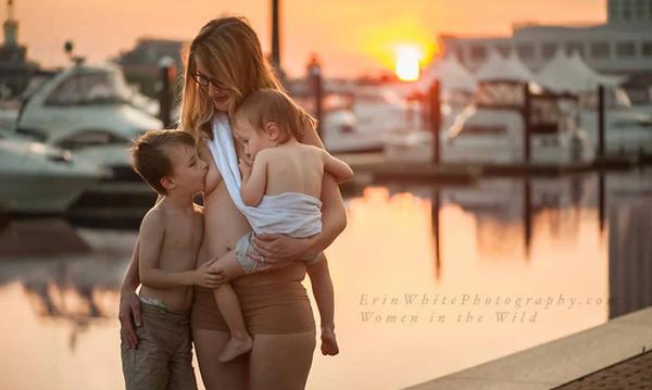 Υπέροχες φωτογραφίες με μητέρες που θηλάζουν στη φύση