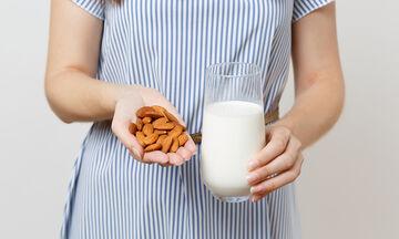 Γάλα αμυγδάλου κατά τον θηλασμό: Όλα όσα πρέπει να γνωρίζετε