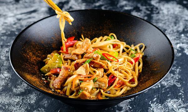 Φτιάξτε noodles με λαχανικά και θα τους ξετρελάνετε όλους (vid)
