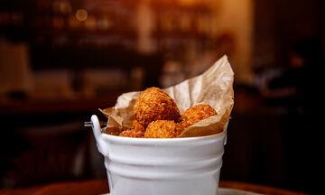 Ζουμερές κροκέτες με κοτόπουλο και λαχανικά (vid)