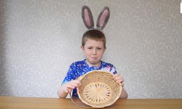 10χρονος είναι αλλεργικός στο Πάσχα! Δείτε γιατί (vid)