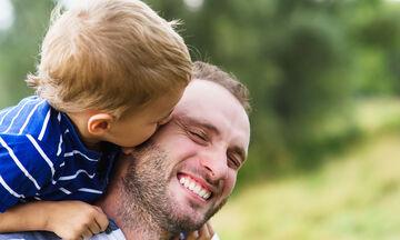 Με ποιους τρόπος ο πατέρας επηρεάζει την ψυχική ανάπτυξη του παιδιού;