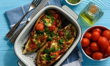 Νηστίσιμη συνταγή: Γεμιστές μελιτζάνες με λαχανικά (vid)