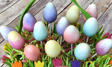 Πασχαλινά cake pops: Τα παιδιά θα λατρέψουν αυτά πολύχρωμα, γλυκά αυγά! (pics & vid)