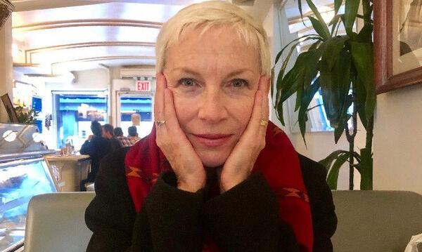 Annie Lennox: Δείτε τις εντυπωσιακές κόρες της 64χρονης τραγουδίστριας (vid)