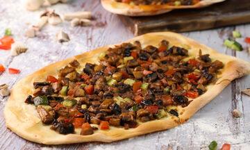 Λαχματζούν με μανιτάρια  - Η πίτσα της Ανατολής