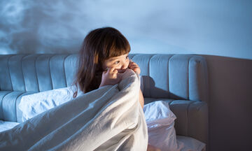 Πώς να βοηθήσετε το παιδί σας να μην φοβάται το σκοτάδι