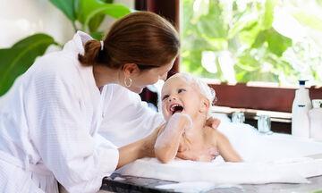 Τι θα πρέπει να προσέξετε για να κάνετε το παιδί σας μπάνιο με ασφάλεια (pics)