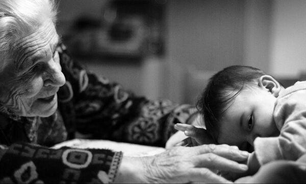 Παππούς και Γιαγιά: Οι στυλοβάτες της σύγχρονης οικογένειας