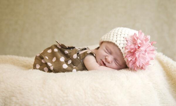 Πώς θα καταφέρετε ένα μωρό να κοιμηθεί σε λιγότερο από 1 λεπτό (vid)