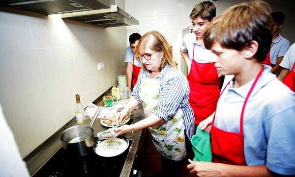 Γι' αυτό το λόγο σχολείο στην Ισπανία μαθαίνει στα αγόρια να κάνουν δουλειές του σπιτιού (pics)