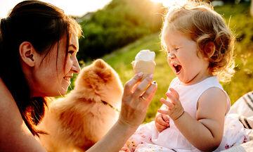 Όταν είσαι γονιός, πάντα θα βρεθεί κάποιος να σου πει ότι αυτό που κάνεις είναι λάθος